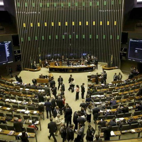 Deputados correm para formar alianças e comandar a Câmara