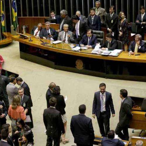 De dez promessas feitas, Bolsonaro dependerá do Congresso em oito