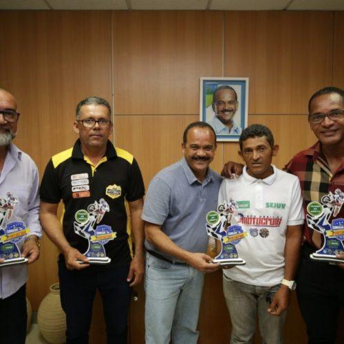 Camaçari: Prefeito recebe troféu de honra ao mérito da Febel