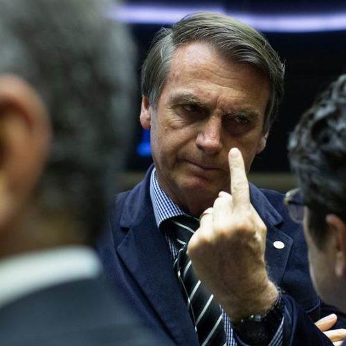 """Bolsonaro: quem se envolver com corrupção no governo """"vai pro pau"""""""