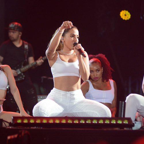 Anitta desfila sem cordas nesta sexta-feira na Barra