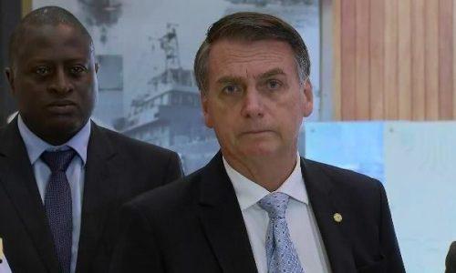 Bolsonaro reúne-se com secretário de Governo e vai ao QG do Exército