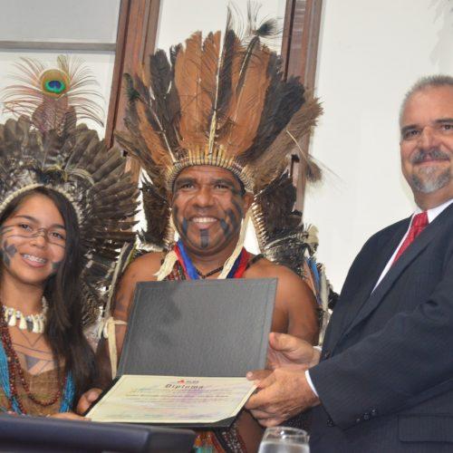 Cacique Babau é o primeiro indígena a receber Comenda 2 de Julho na ALBA