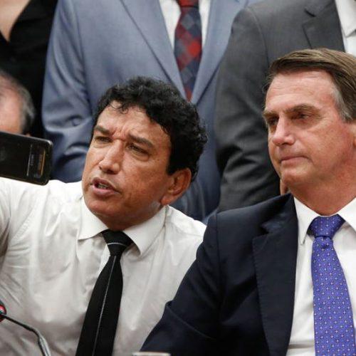 Em último discurso, Magno Malta diz continuar amigo de Bolsonaro