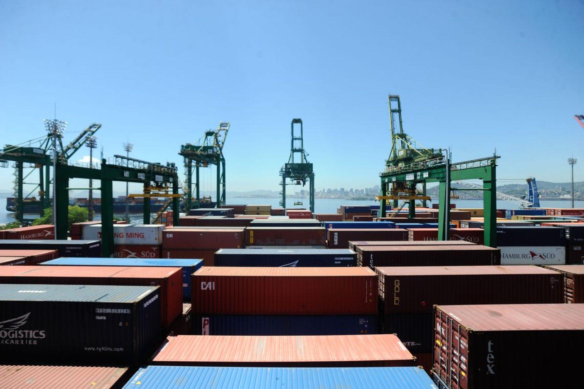 Tarifas portuárias são entraves para exportações, diz estudo da CNI