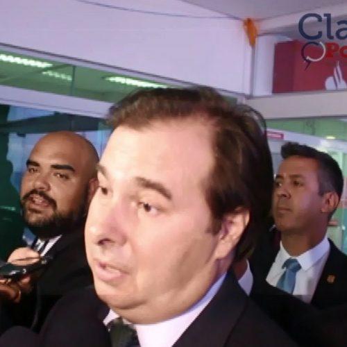 """""""Não tem favorito em eleição"""", diz Rodrigo Maia; ASSISTA"""
