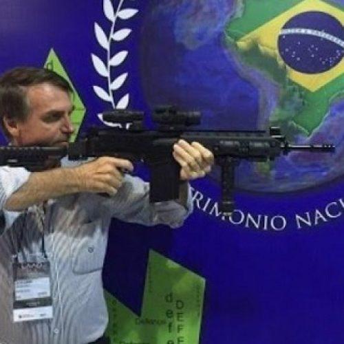 Bolsonaro deve assinar nesta terça o decreto sobre armas