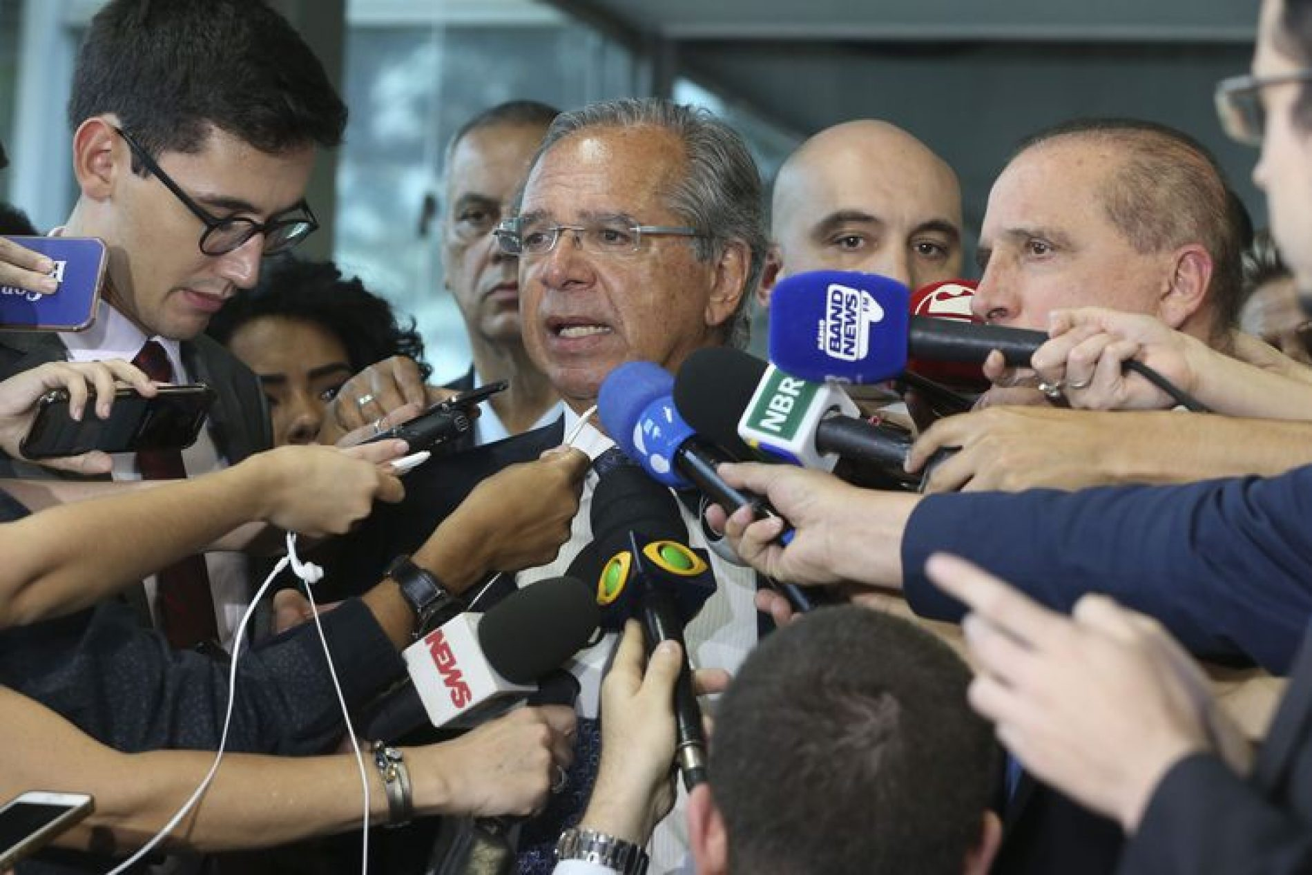 Bolsonaro recebe proposta para combater fraudes e privilégios no INSS