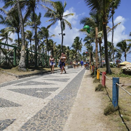 Esquema especial montado pela Prefeitura garantiu segurança e limpeza nas praias na virada do ano em Lauro de Freitas