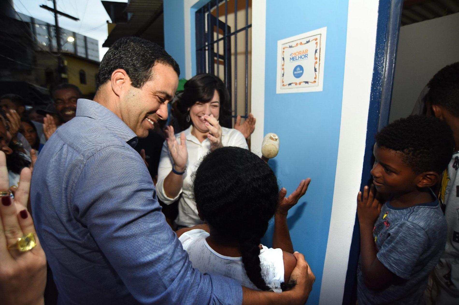 Bruno Reis inaugura obras e anuncia Morar Melhor no Buraco da Gia para 200 famílias