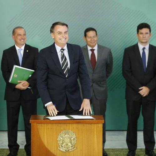 Moro e Bolsonaro são proibidos de comentar investigações do Coaf