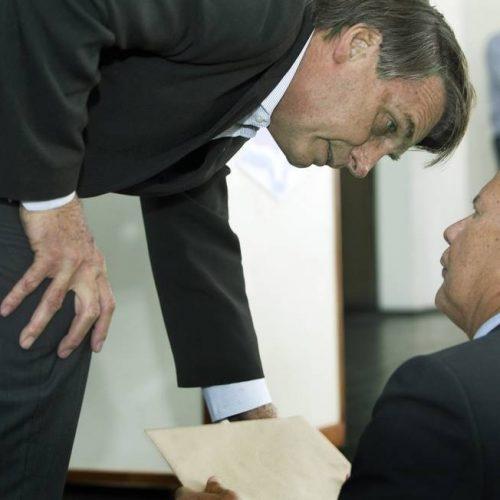 Promoção de filho faz vice se explicar a Bolsonaro