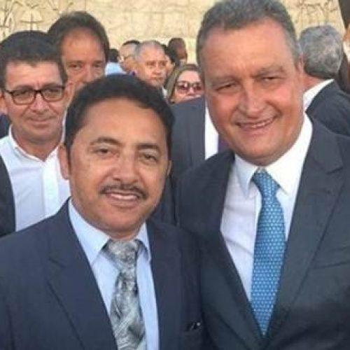 Deputado Roberto Carlos parabeniza o trabalho do Governador Rui Costa durante a sua posse