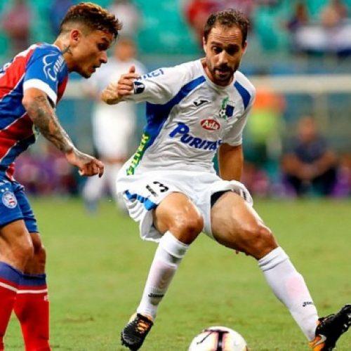 Bahia abusa de perder gols na Fonte Nova e estreia com derrota na Copa Sul-Americana