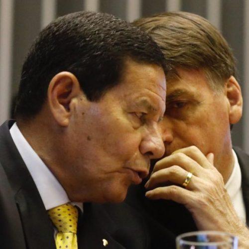 """""""Tu quer me matar?"""", diz Bolsonaro a Mourão em tom bem-humorado"""