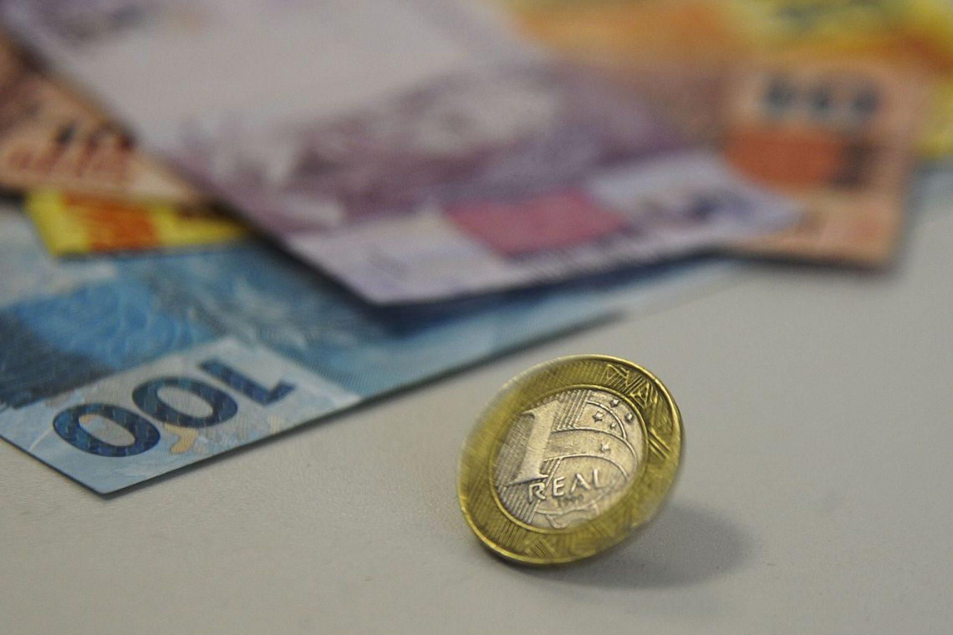 Brasileiros esperam inflação de 4,9% nos próximos 12 meses, diz FGV