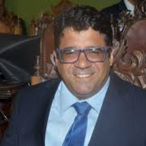 Daniel Rios questiona cobrança de taxa aos estudantes de medicina em regime de internato nos hospitais