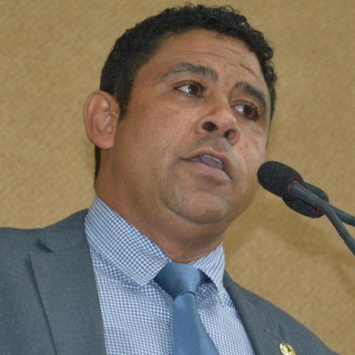 ALBA: Pastor Tom propõe vedar uso de banheiros de acordo com orientação de gênero