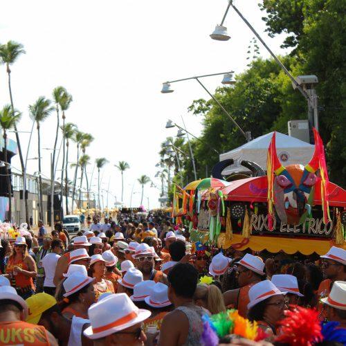 Pré-Carnaval atrai mais de dois milhões de foliões em Salvador