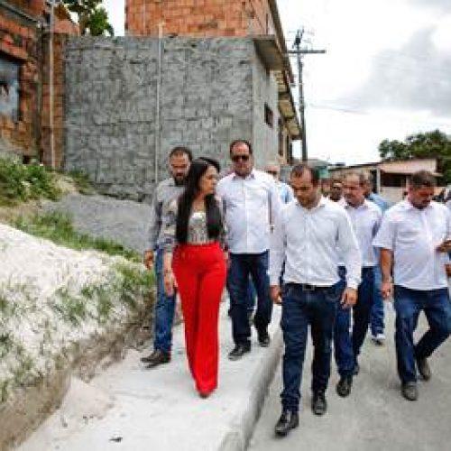 Lauro de Freitas: Prefeita visita obras que vão transformar a região de Areia Branca
