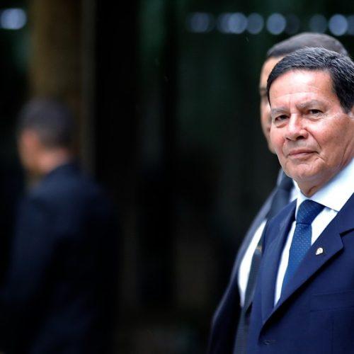 Previdência de militar será feita por projeto de lei, diz Mourão