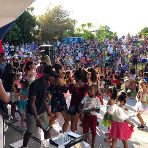Bailinhos Infantis levam centenas de crianças à Praça da Matriz e ao Parque Ecológico no Carnaval de Lauro de Freitas