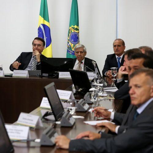 Bolsonaro manda confiscar celulares em reuniões