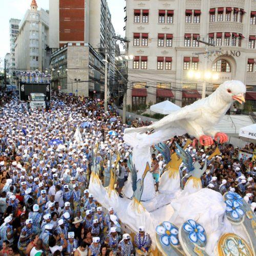 Filhos de Gandhy comemoram 70 anos de tradição com desfile no domingo de carnaval