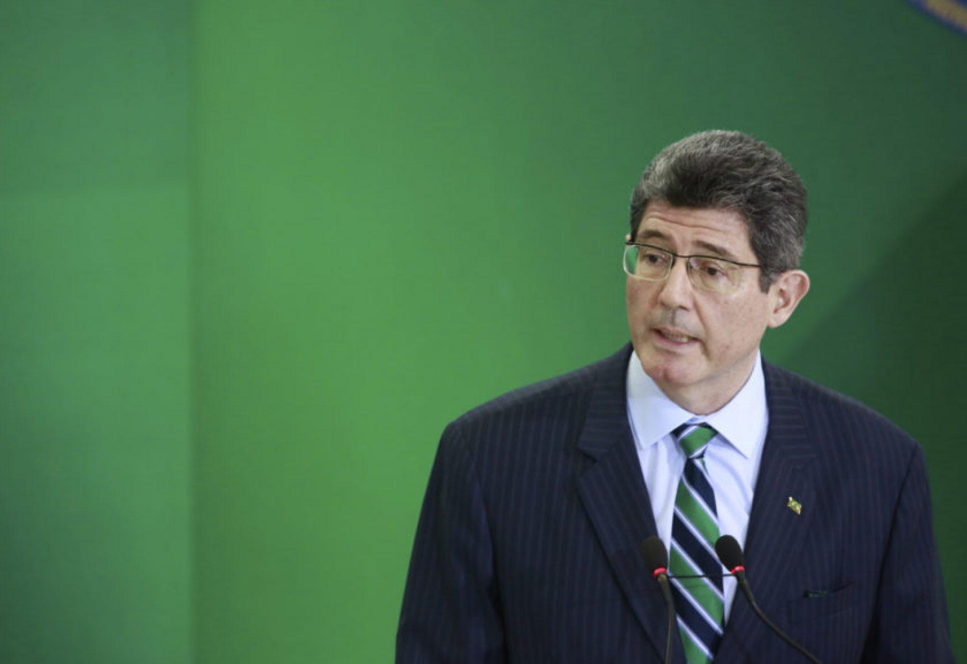 Joaquim Levy sofre pressão por devolução de R$ 100 bilhões