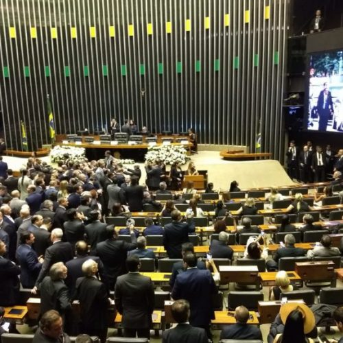"""Sem votos para Previdência, governo promete """"bônus"""" a novatos"""