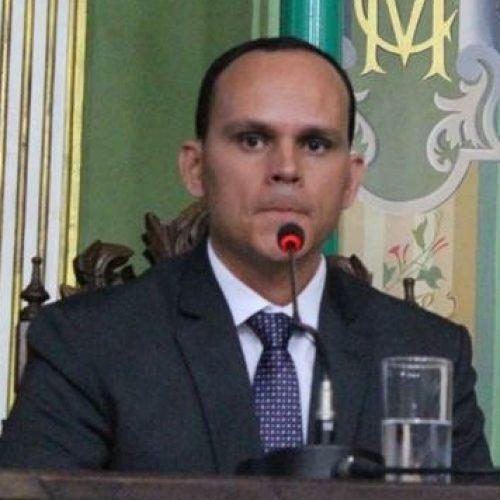 """""""É com diálogo é que melhora"""" diz Pimentel sobre relação com vereadores"""