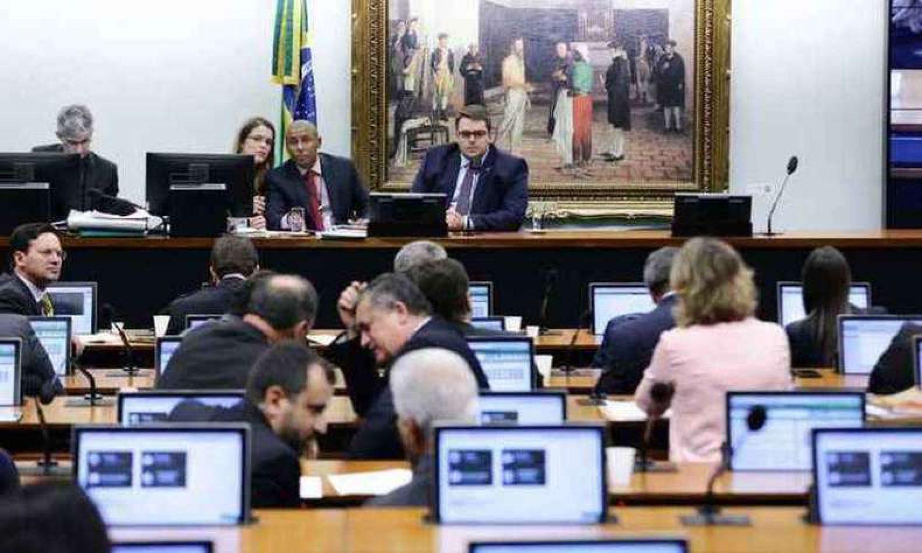AO VIVO: CCJ está reunida para discutir parecer sobre reforma da Previdência