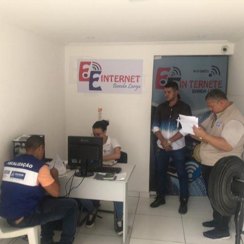 Codecon emite cinco autos em operação contra provedor clandestino de internet