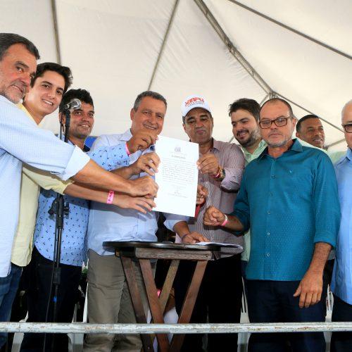Rui entrega recuperação de 47 quilômetros da BA-245 em Marcionílio Souza