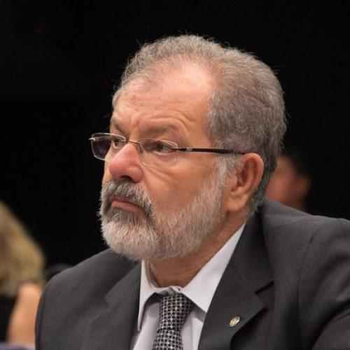 """""""Chega de Brasília, mais municípios"""", diz Nilo no plenário da Câmara"""